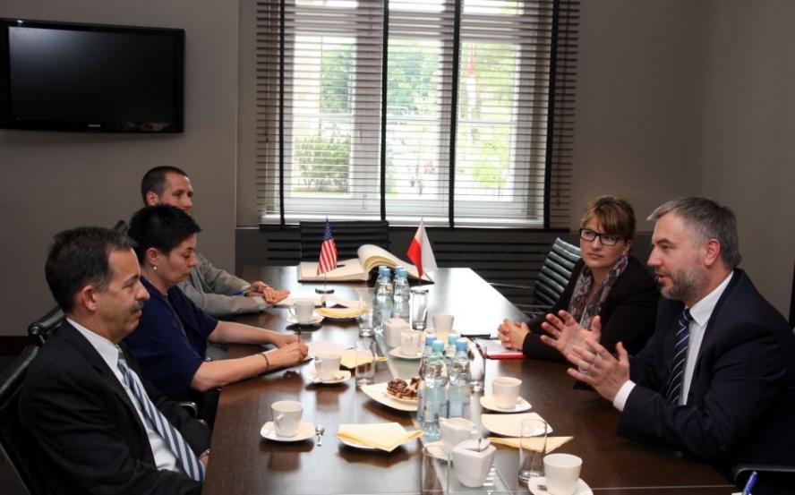 Spotkanie Marszałka Województwa Wielkopolskiego Marka Woźniaka z Ambasadorem Stanów Zjednoczonych Ameryki Stephenem Mullem- kliknij aby powiększyć