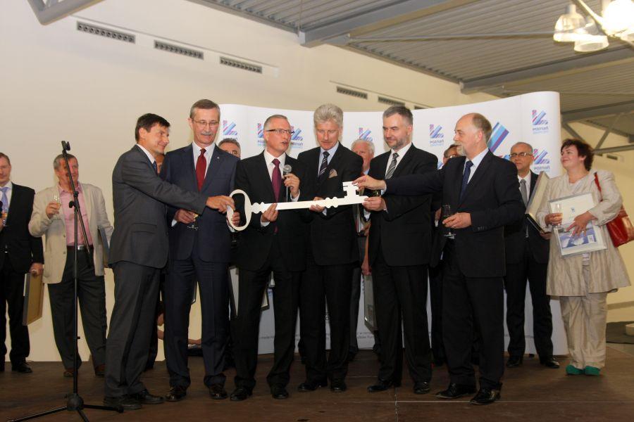 To jeden z najładniejszych regionalnych portów lotniczych w Europie – powiedział Marszałek Marek Woźniak podczas otwarcia nowego terminala pasażerskiego poznańskiego lotniska, 28 maja 2012- kliknij aby powiększyć