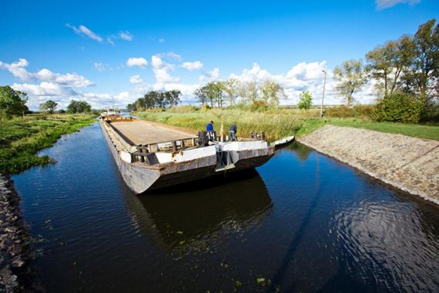 Barka na Noteci w okolicy Mikołajewa- kliknij aby powiększyć