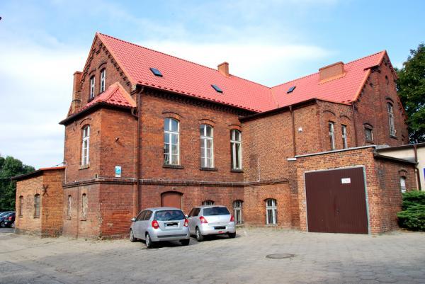 Budynek szkoły (stara część) przed realizacją inwestycji- kliknij aby powiększyć