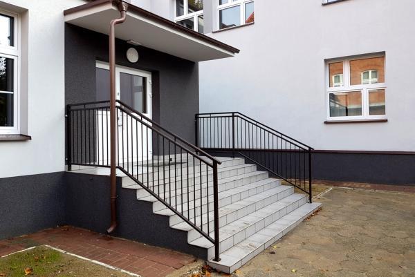 Wejście do budynku (schody) po zrealizowaniu inwestycji- kliknij aby powiększyć