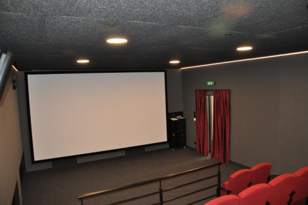 Sala kinowa widok w stronę ekranu- kliknij aby powiększyć
