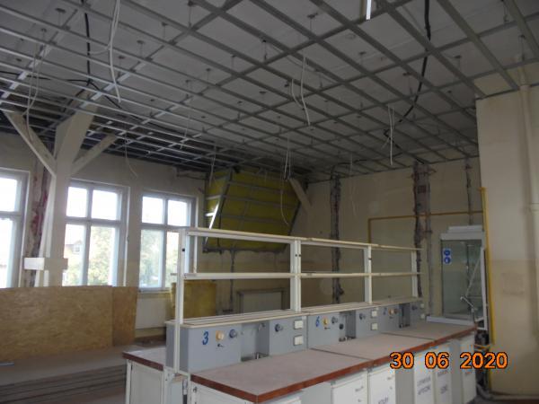 Pomieszczenie w trakcie wymiany instalacji i modernizacji stropu- kliknij aby powiększyć
