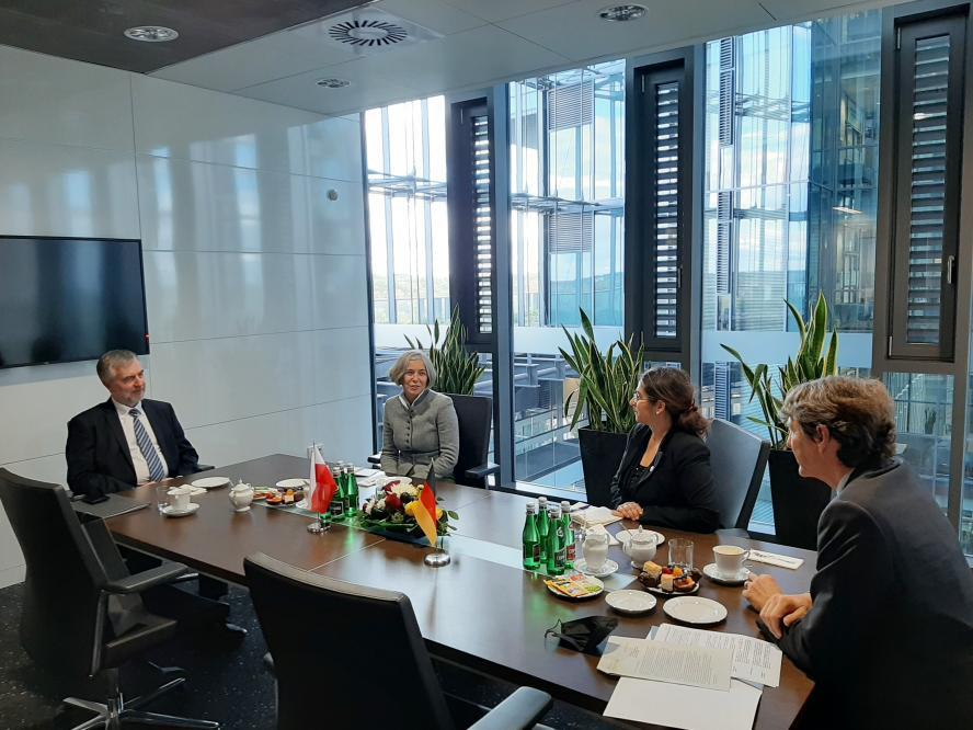 Marszałek Marek Woźniak spotkał się z Arndtem Freytagem von Loringhovenem, Ambasadorem Niemiec - kliknij aby powiększyć