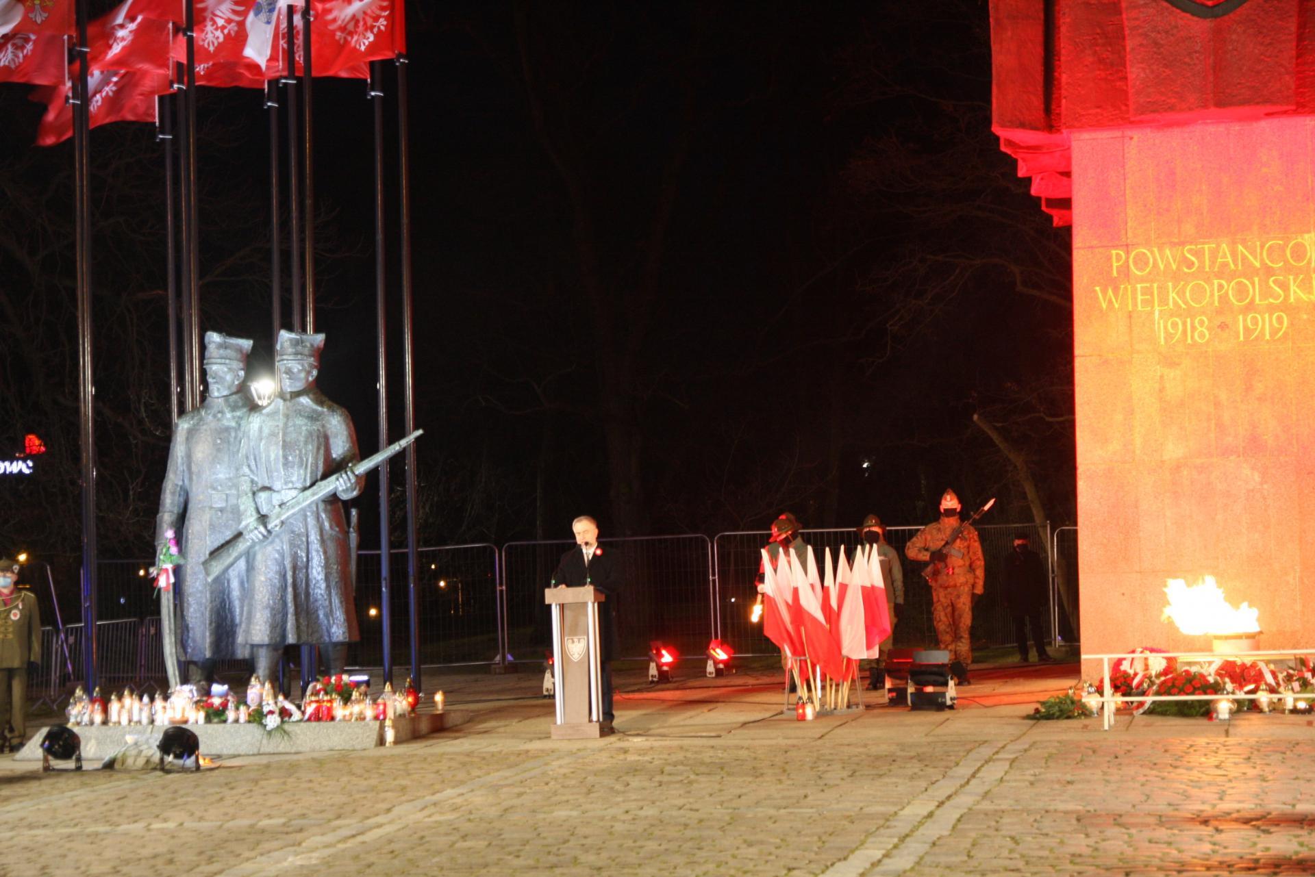 Marszałek Marek Woźniak oddał hołd powstańcom w  102. rocznicę wybuchu zwycięskiego Powstania Wielkopolskiego  - kliknij aby powiększyć