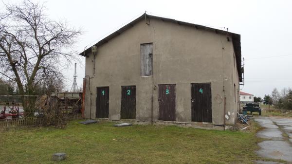 Stara Łubianka - Budynek warsztatowy z zewnątrz przed modernizacją- kliknij aby powiększyć