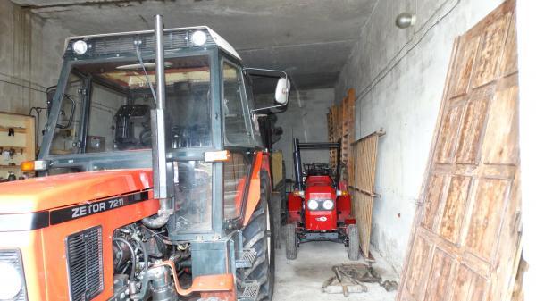 Stara Łubianka - Budynek dydaktyczny nr 2  do praktycznej nauki zawodu mechanik-operator pojazdów i maszyn rolniczych wewnątrz przed modernizacją i zakupem nowego wyposażenia- kliknij aby powiększyć