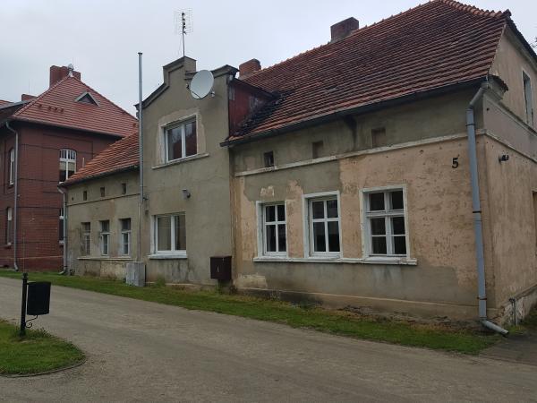Cerekwica Nowa - Budynek nr 5 z zewnątrz (widok z przodu) przed modernizacją- kliknij aby powiększyć