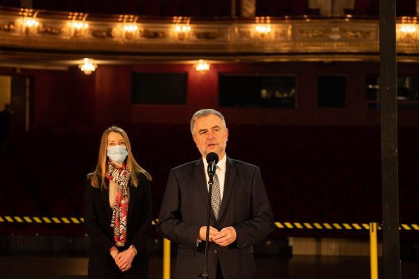 Wielki remont sceny w Teatrze Wielkim im. Stanisława Moniuszki w Poznaniu - kliknij aby powiększyć