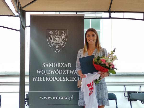 W środę 9 czerwca Klaudia Adamek odebrała z rąk Jacka Bogusławskiego członka Zarządu Województwa Wielkopolskiego stypendium olimpijskie przyznane przez Samorząd Województwa Wielkopolskiego.- kliknij aby powiększyć