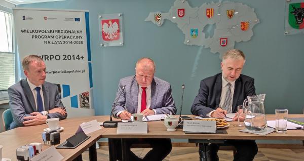 Podpisywane umowy - powiat leszczyński- kliknij aby powiększyć