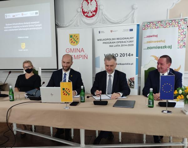 Podpisanie umowy w Czempiniu - kliknij aby powiększyć