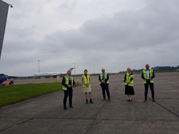 Groningen Airport Eelde jako pierwszy port na świecie tworzy Lotniczą Dolinę Wodorową. W lipcu delegacja Województwa Wielkopolskiego pod przewodnictwem Jacka Bogusławskiego Członka Zarządu Województwa przebywała z wizytą studyjną w Niderlandach. W delegacji udział również wzięli przedstawiciele Portu Lotniczego Poznań-Ławica oraz Departamentu Gospodarki.- kliknij aby powiększyć