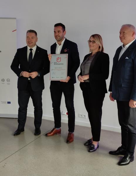 Certyfikat odebrał pan Michał Szafarz – współwłaściciel Mipama E.Z. Szafarz sp. j. /Opatówek/- kliknij aby powiększyć
