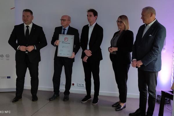 Certyfikat odebrał pan Jerzy Just - Wiceprezes Zarządu SemCo Sp. z o.o. Sp. kom. - kliknij aby powiększyć