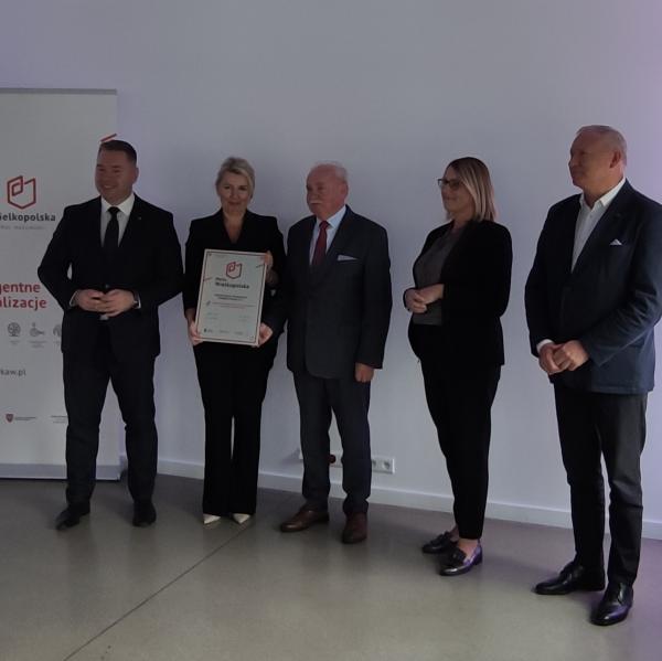 Certyfikat odebrał pan Tadeusz Rak - Prezes Zarządu Fabryki Maszyn Spożywczych SPOMASZ Pleszew S.A.- kliknij aby powiększyć