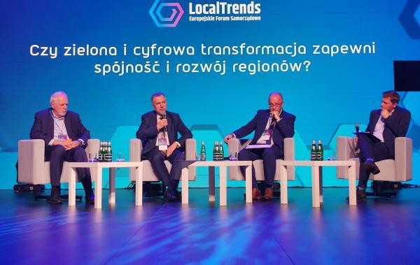 W Poznaniu w poniedziałek rozpoczęło się Local Trends - Europejskie Forum Samorządowe. Na terenie MTP spotkali się przedstawiciele władz różnych szczebli i biznesu. W wydarzeniu wziął udział Marszałek Marek Woźniak. – Zacieranie wszystkich podziałów zwłaszcza w tak trudnych czasach w jakich obecnie żyjemy jest niemożliwe. Ale możemy sprowadzić spory do spraw merytorycznych pamiętając jednocześnie o tym co nas politycznie dzieli – mówił Marszałek.- kliknij aby powiększyć