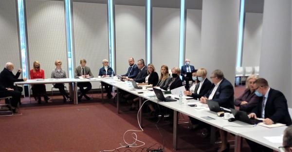 Posiedzenie sejmikowej Komisji Strategii Rozwoju Regionalnego i Współpracy Międzynarodowej- kliknij aby powiększyć