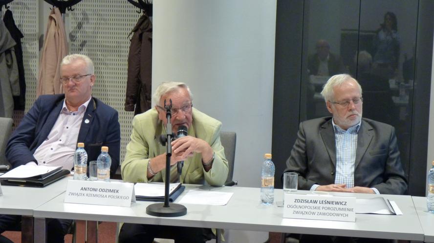 Rynek pracy to główny temat nad którymi debatowali członkowie Wojewódzkiej Rady Dialogu Społecznego w Poznaniu podczas VIII plenarnego posiedzenia - zobacz więcej