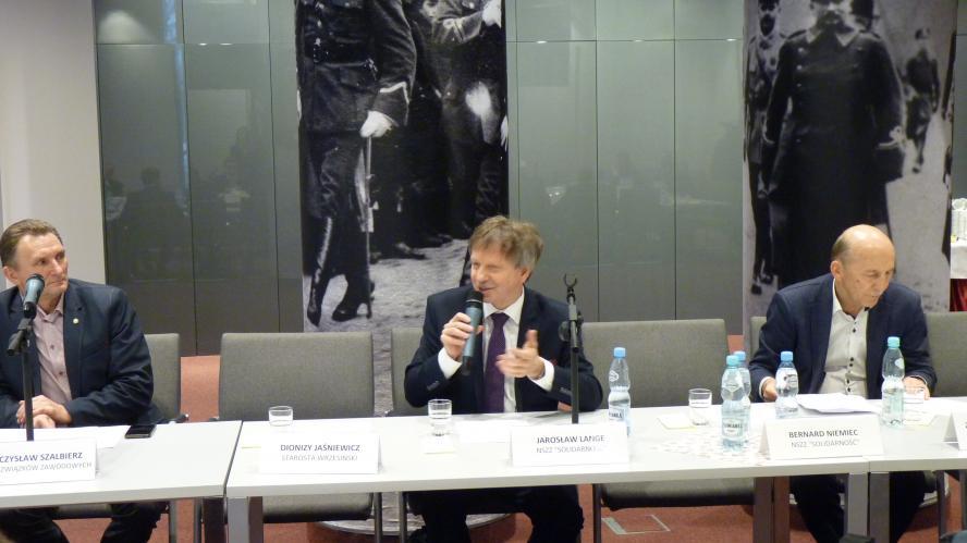 Ostatnie posiedzenie Wojewódzkiej Rady Dialogu Społecznego w Poznaniu w tym roku kalendarzowym. Spotkaniu przewodniczył Zbigniew Hoffmann Wojewoda Wielkopolski - zobacz więcej