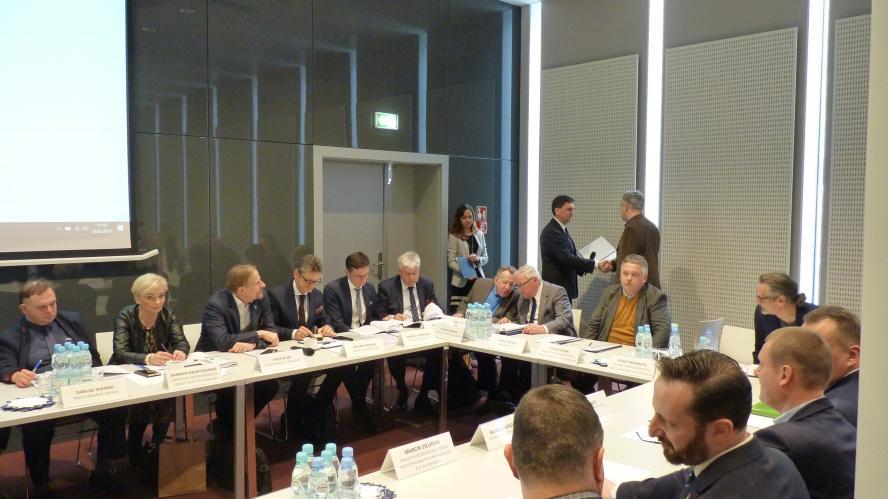 28 marca br. odbyło się pierwsze posiedzenie Wojewódzkiej Rady Dialogu Społecznego  w Poznaniu pod przewodnictwem strony pracowników - zobacz więcej