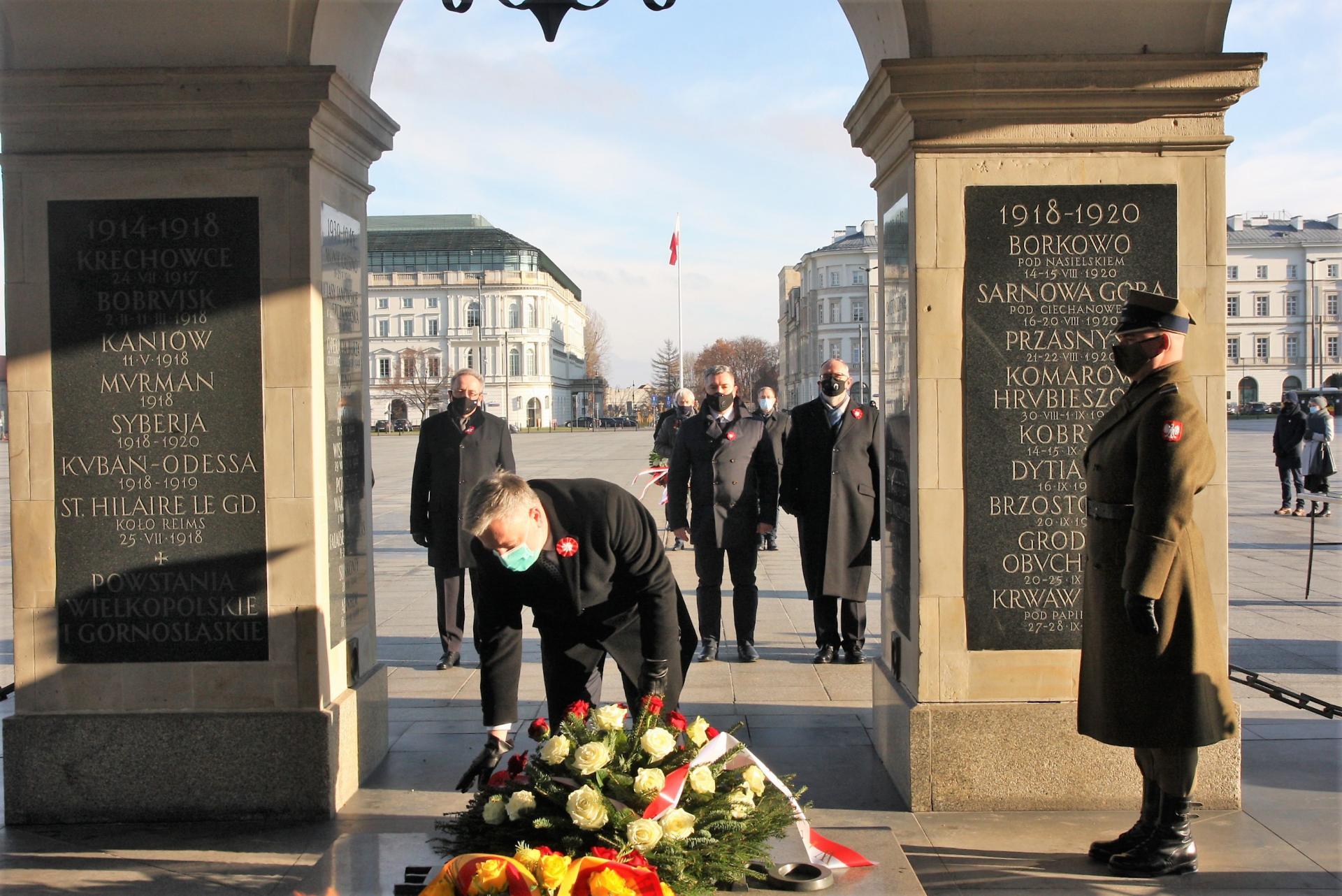 Marszałek Marek Woźniak uczcił w Warszawie 102. rocznicę wybuchu Powstania Wielkopolskiego 1918/1919 - zobacz więcej