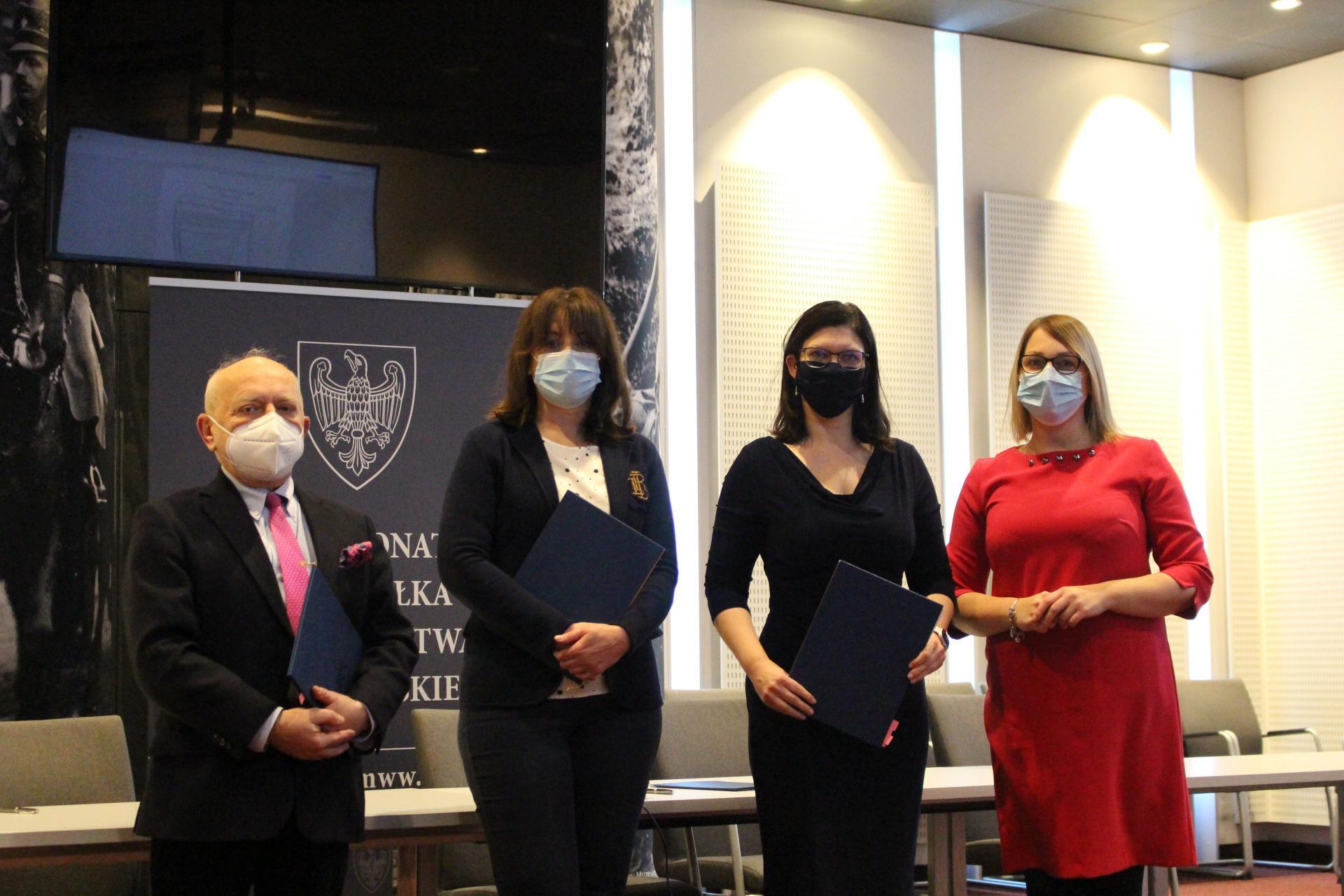 Milion złotych na dofinansowanie in vitro w Wielkopolsce – umowy  podpisane - zobacz więcej