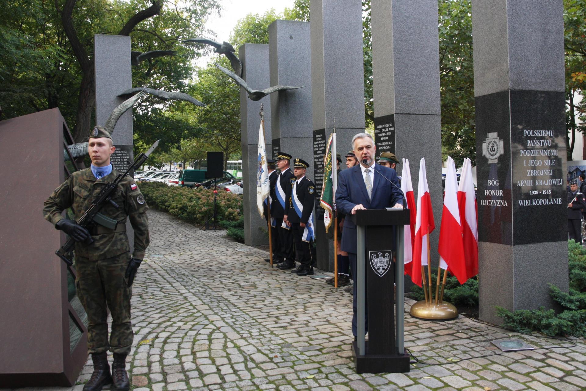 Marszałek: Odpowiedzialność spoczywa na każdym z nas. Uczciliśmy 82. rocznicę powstania Polskiego Państwa Podziemnego - zobacz więcej
