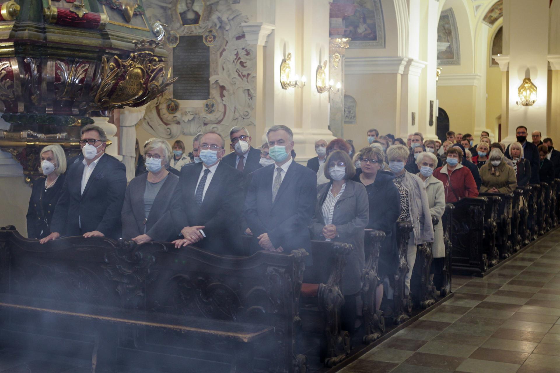 Franciszkanie konwentualni z Poznania przyznali Marszałkowi Markowi Woźniakowi medal
