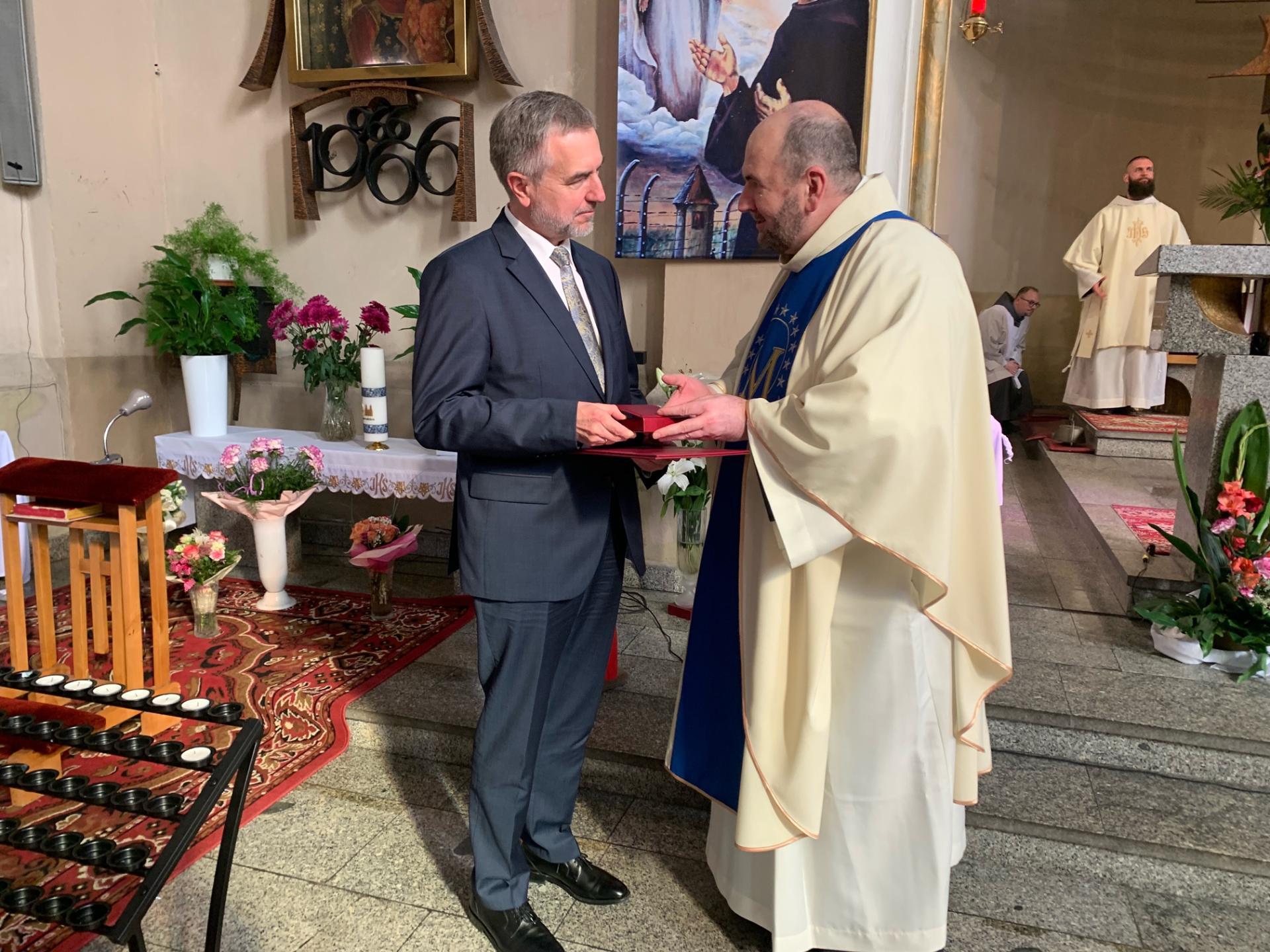 Medal dla Marszałka Marka Woźniaka za pomoc w ratowaniu perły baroku w Poznaniu - zobacz więcej