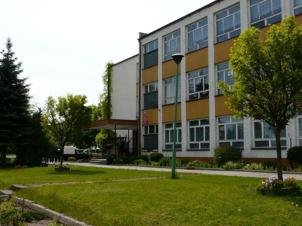 Zespół Szkół Ponadgimnazjalnych w Starej Łubiance